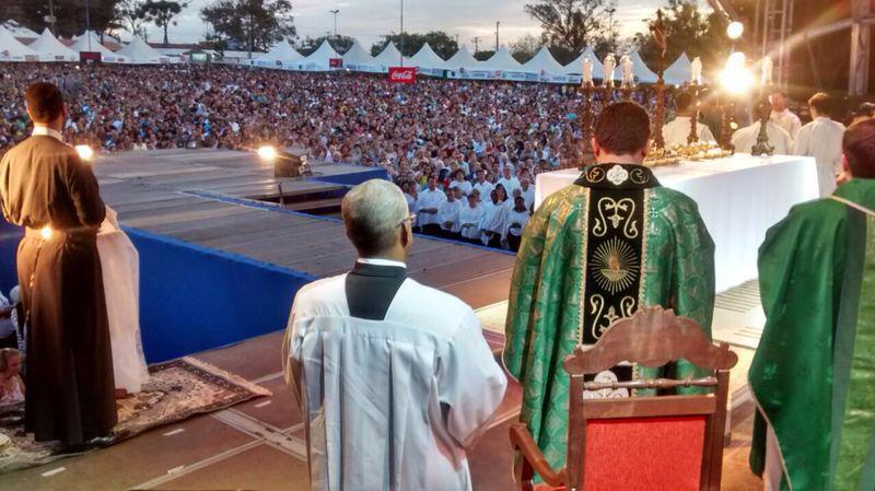 Hallel de Franca brings together thousands of devotees of