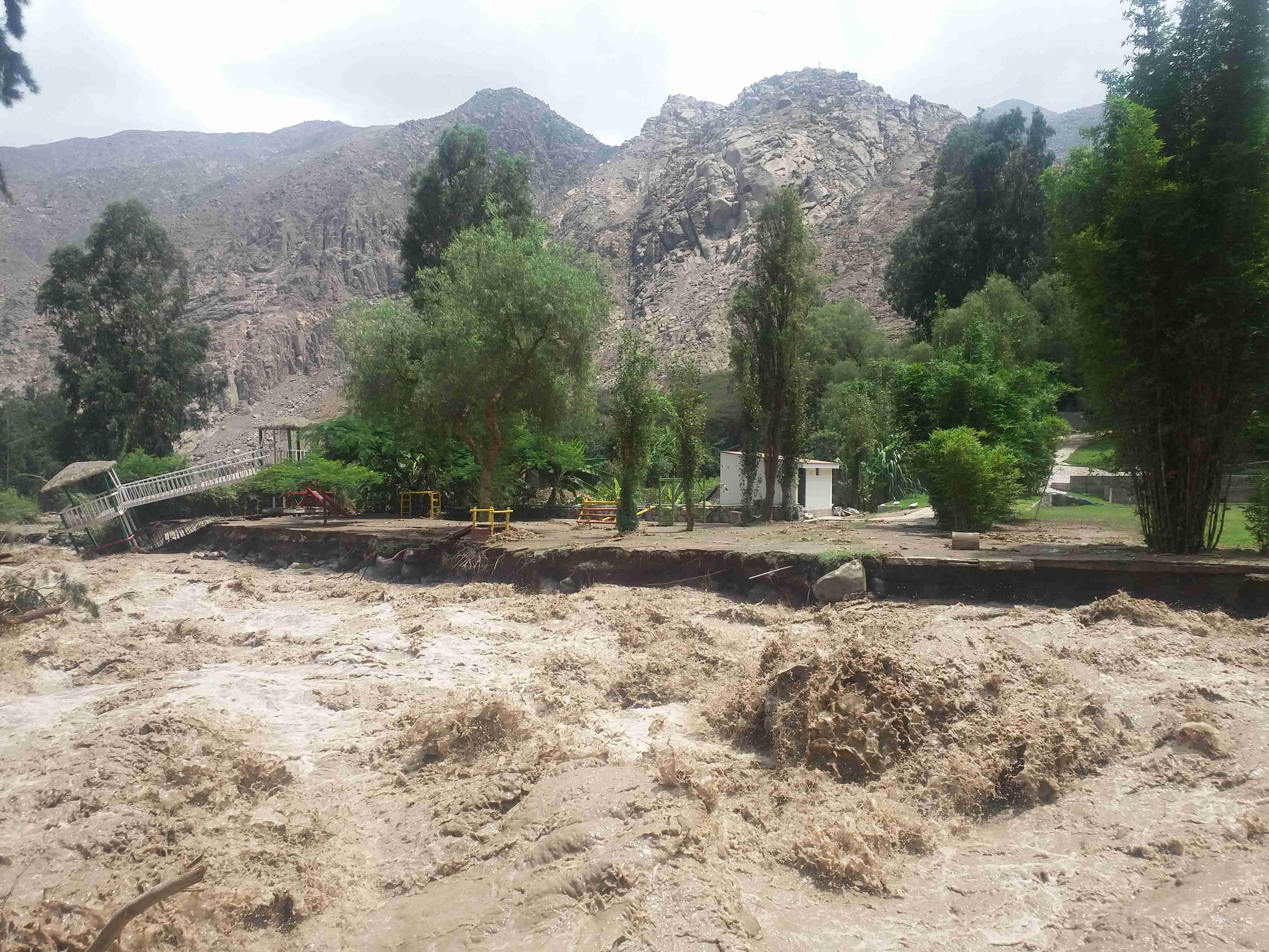 Desastres naturales en per 3 la solidaridad espa ol - Ambientadores naturales para la casa ...