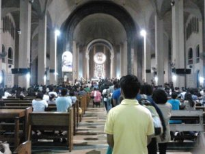baclaran_people_church01