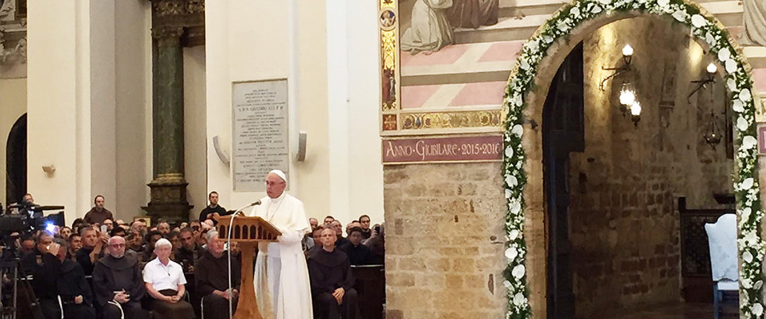 banner_Pope_Francis_visits_the_Porziuncola_in_Assisi_on_Aug_4_2016_Credit_Angelia_Ambrogetti_CNA_3